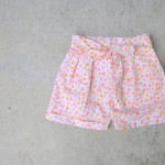 Floral pleated shorts with a bow