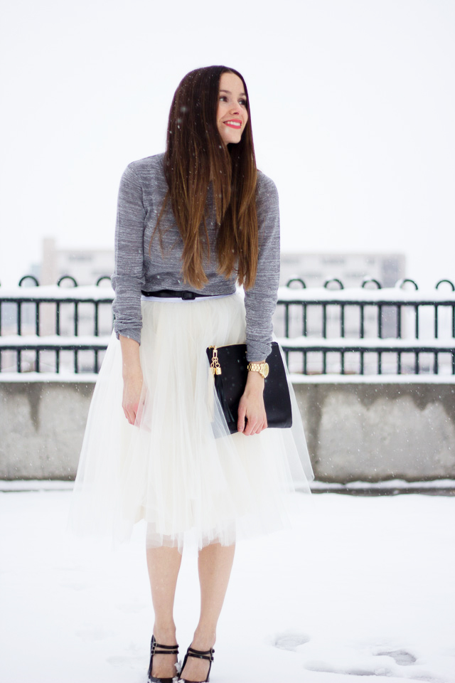 http://www.cottonandcurls.com/2012/12/diy-tulle-skirt-tutorial/